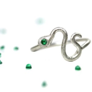 silver snake ring emerald